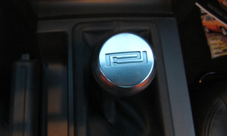 2007 Saleen Mustang Parnell Jones Edition gearshift