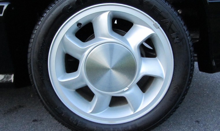 1993 Ford Mustang SVT Cobra tire