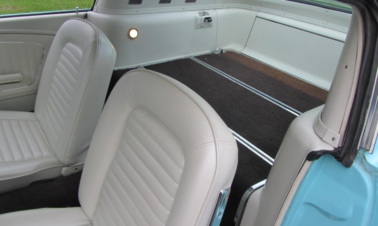 1965 Ford Mustang 2+2 Fastback backseat