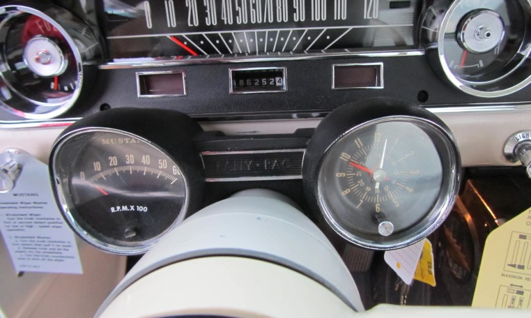 1965 Ford Mustang 2+2 Fastback dashboard