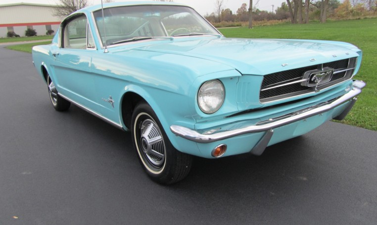 1965 Ford Mustang 2+2 Fastback front