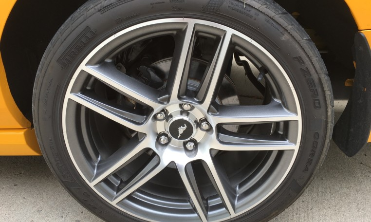 2013 Ford Boss 302 Laguna tire